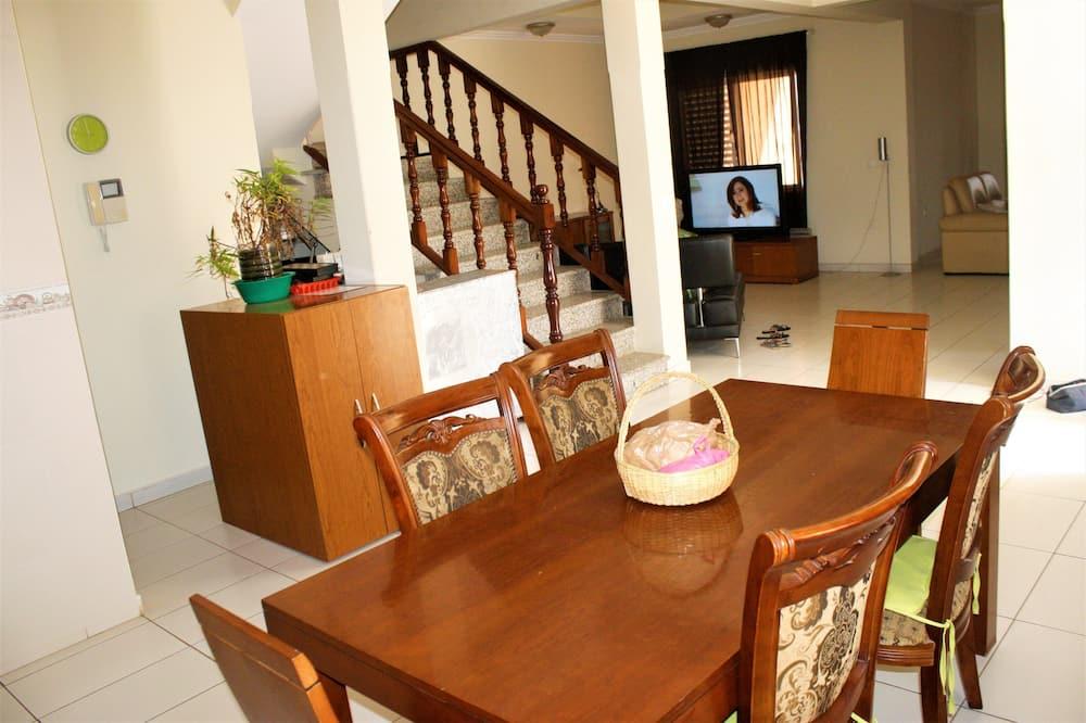 이코노미 공용 도미토리, 남녀공용 도미토리, 테라스, 바닷가 (Double Bed) - 거실 공간