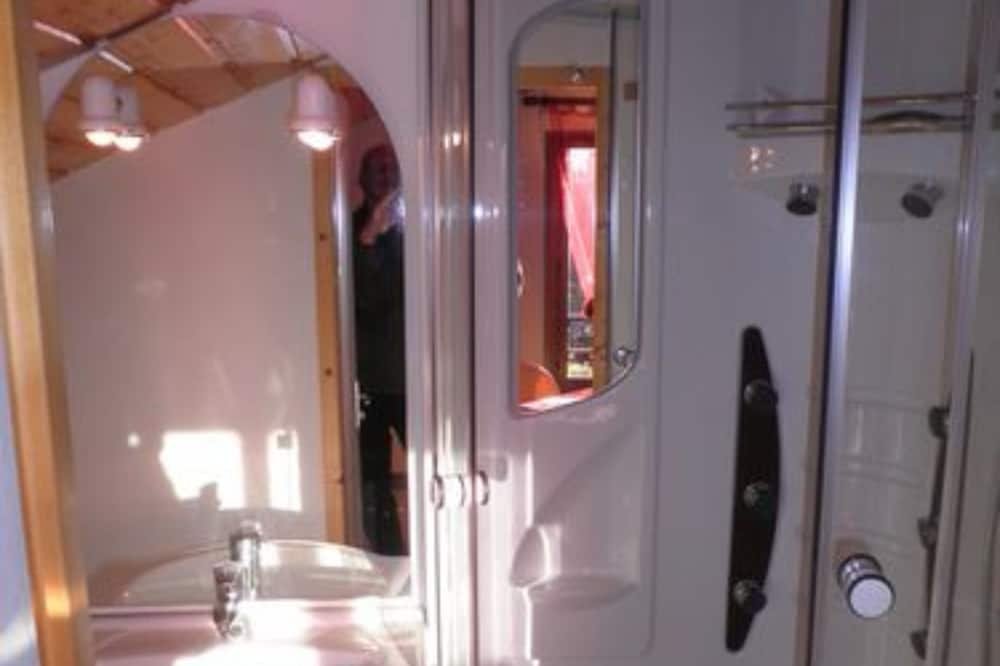 Loftový byt - Sprcha v kúpeľni