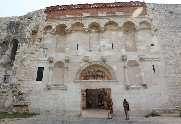 Golden Gate Rooms, Split