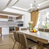 Villa, 4 Bedrooms - Living Area