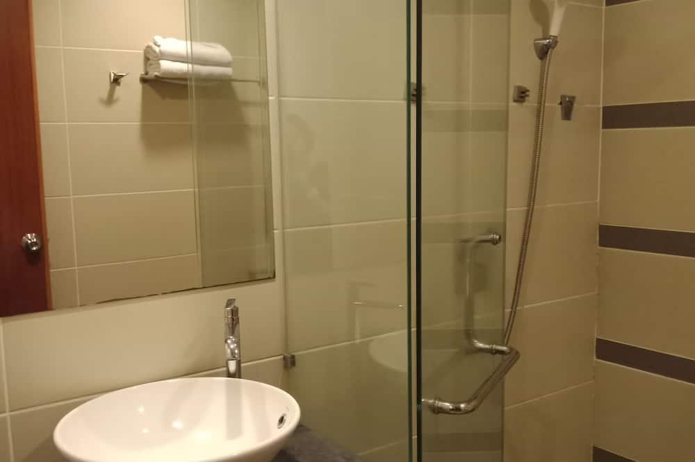 Standard Twin Room, 2 Twin Beds - Bathroom