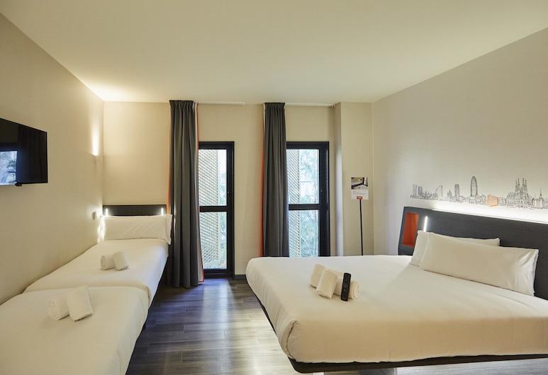 easyHotel Barcelona Fira, L'Hospitalet de Llobregat, Standard fyrbäddsrum - flera sängar, Gästrum