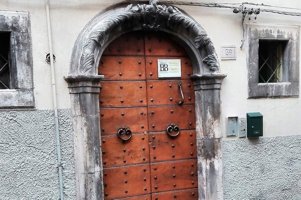 Вход в объект размещения