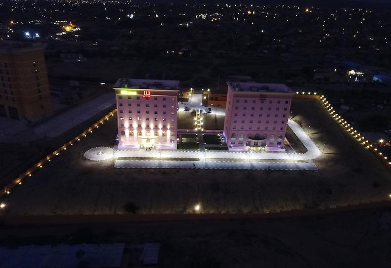iu Hotel Sumbe, Sumbe, Facciata hotel (sera/notte)