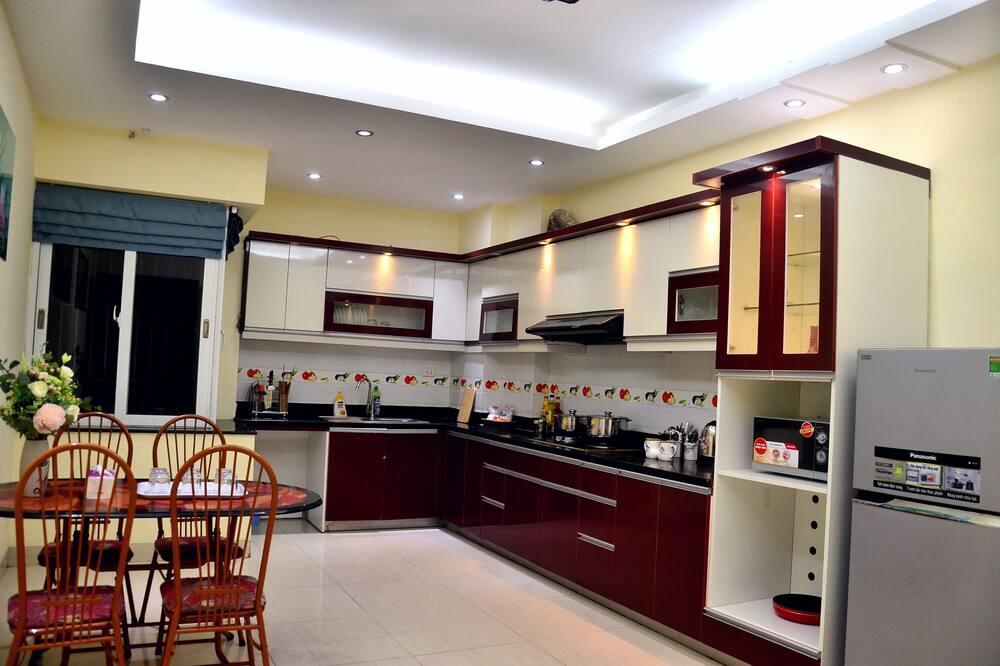 Premium Quadruple Room, 1 Bedroom, Ensuite, City View - Shared kitchen