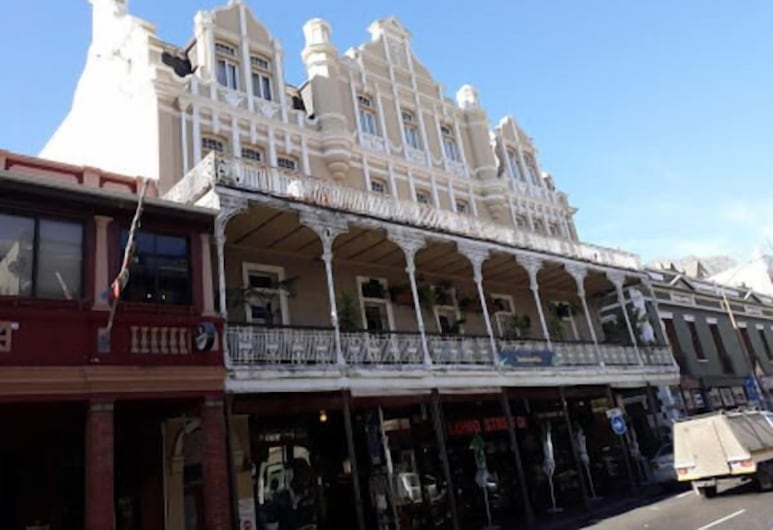 Carnival Court Backpackers - Hostel, Cape Town, Exterior