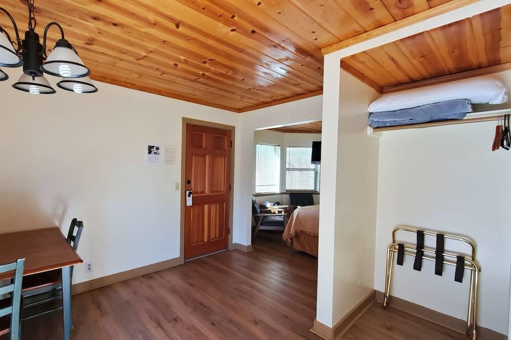 Студія-люкс, 1 ліжко «кінг-сайз», міні-кухня - Обіди в номері