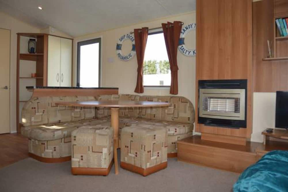Luxury Mobile Home, Multiple Beds, Garden View - In-Room Dining