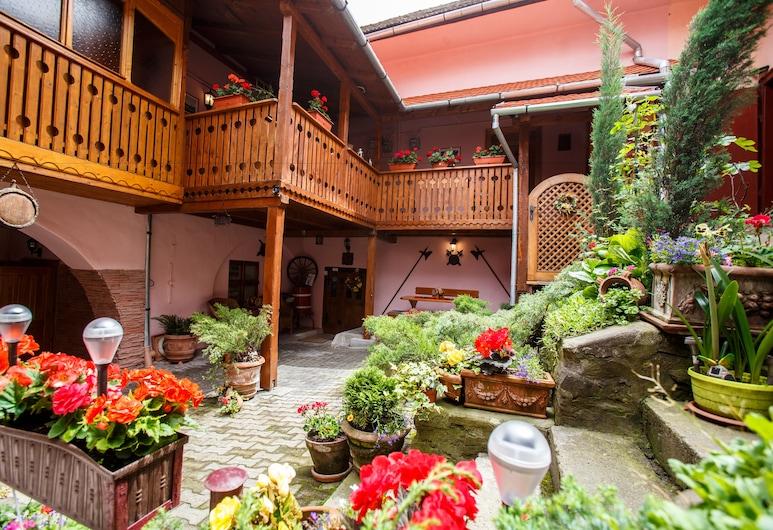 皮尼塔拉提歐旅館, 錫吉什瓦拉, 花園
