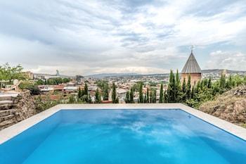 Tiflis bölgesindeki Castle in Old Town resmi