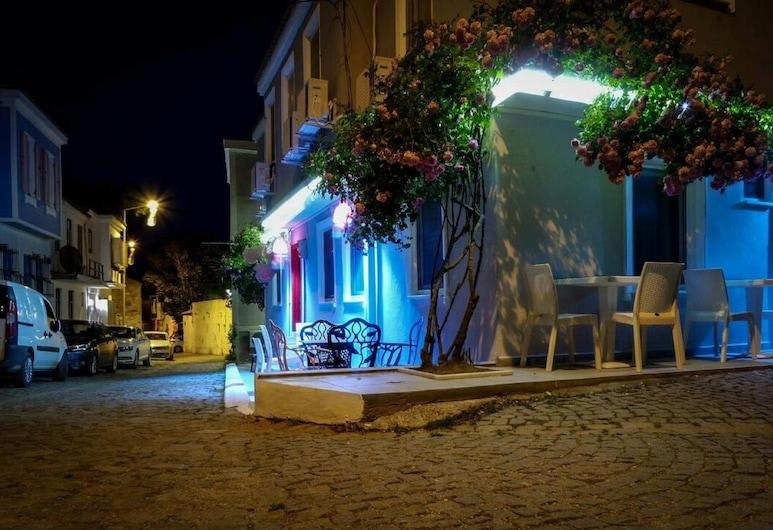 Tay Pansiyon, Bozcaada, Hotel Front – Evening/Night