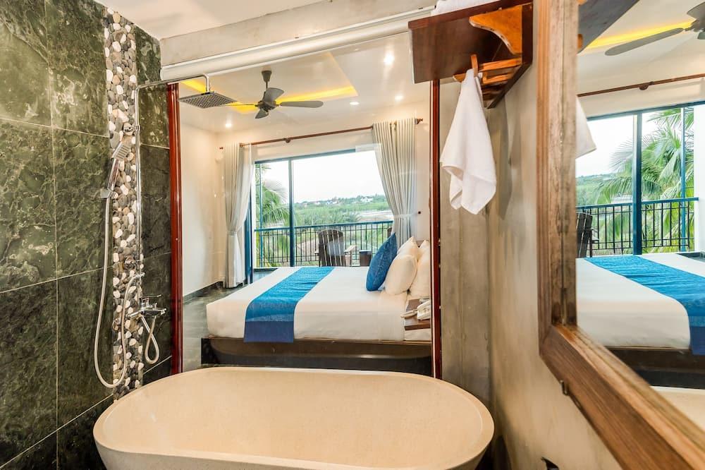 ห้องดีลักซ์ดับเบิล, ระเบียง, วิวทะเลสาบ - ห้องน้ำ