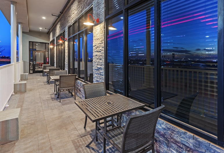 Holiday Inn Lubbock South, Lubbock, Terrace/Patio