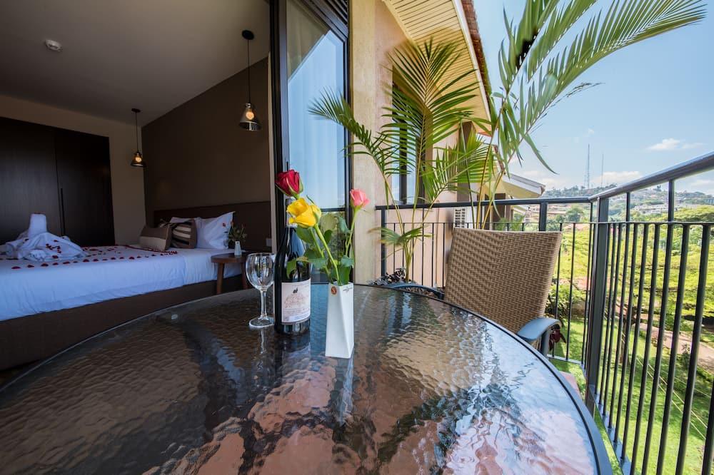 One Bedroom Apartment - Svalir