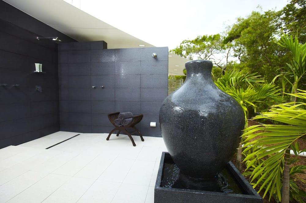 Улучшенный коттедж, 1 спальня, отдельный бассейн, с видом на воду - Душ