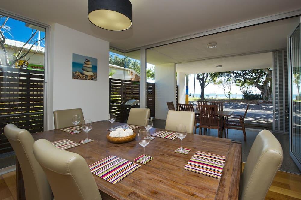 Familie appartement, 3 slaapkamers, toegang tot zwembad, Aan het strand - Eetruimte in kamer