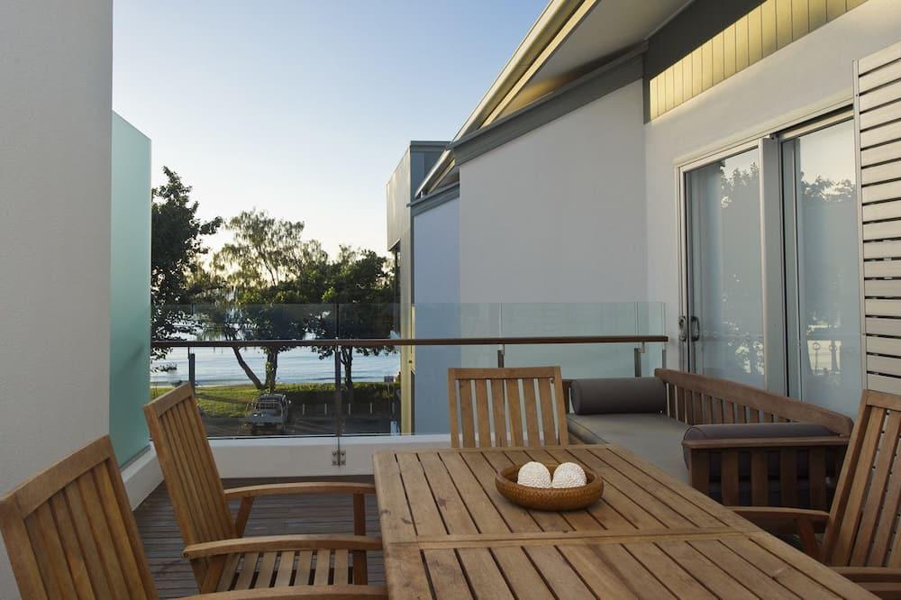 Улучшенные апартаменты, 3 спальни, доступ к бассейну, с видом на воду - Балкон