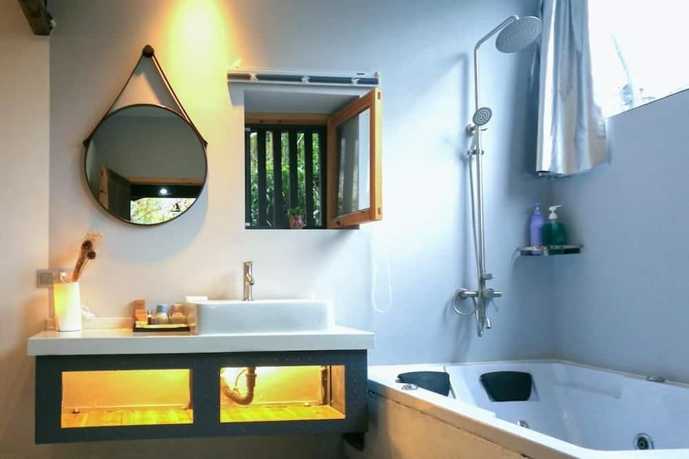 Double Room (Monday) - Bathroom