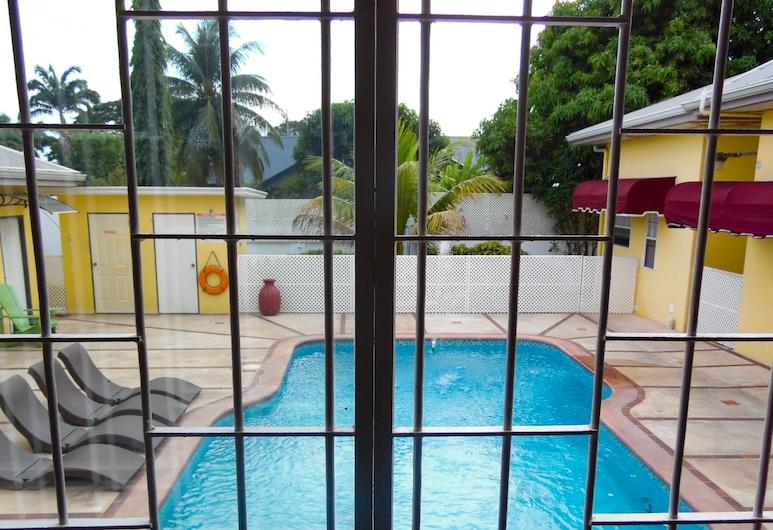 Kiskadee Korner, Port of Spain, Business-Doppelzimmer, 1King-Bett, Poolblick, Ausblick vom Zimmer