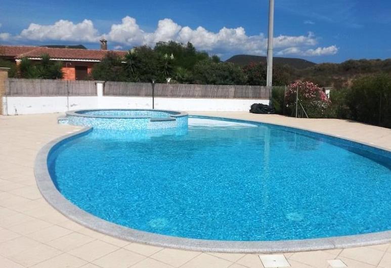 Case Ghisu Marpal Sardegna, Sant'Anna Arresi, Outdoor Pool