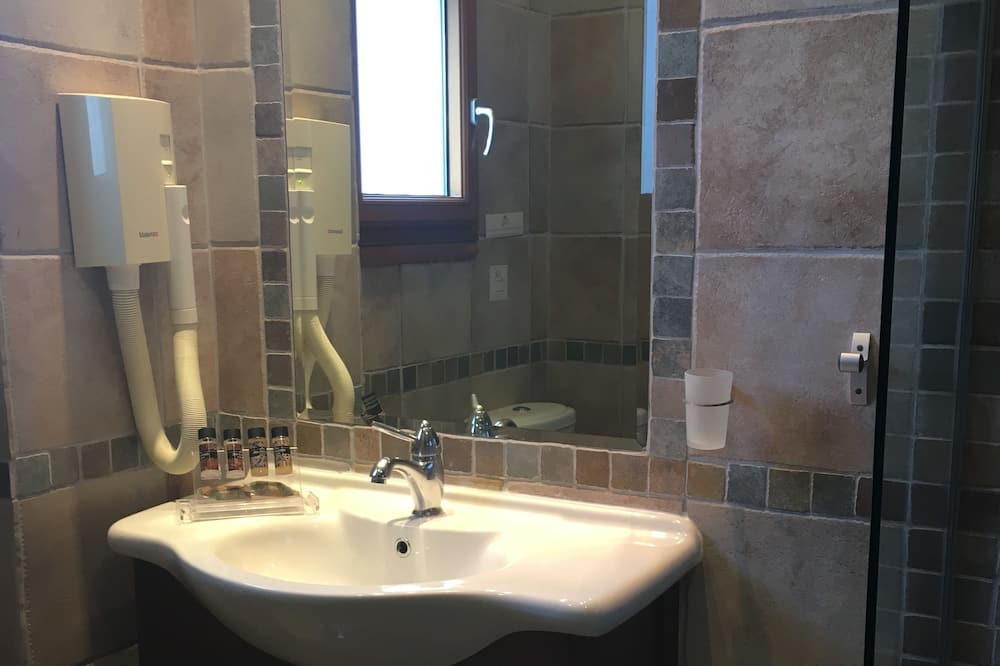 Comfort Double Room, 1 Double or 2 Single Beds - Bathroom