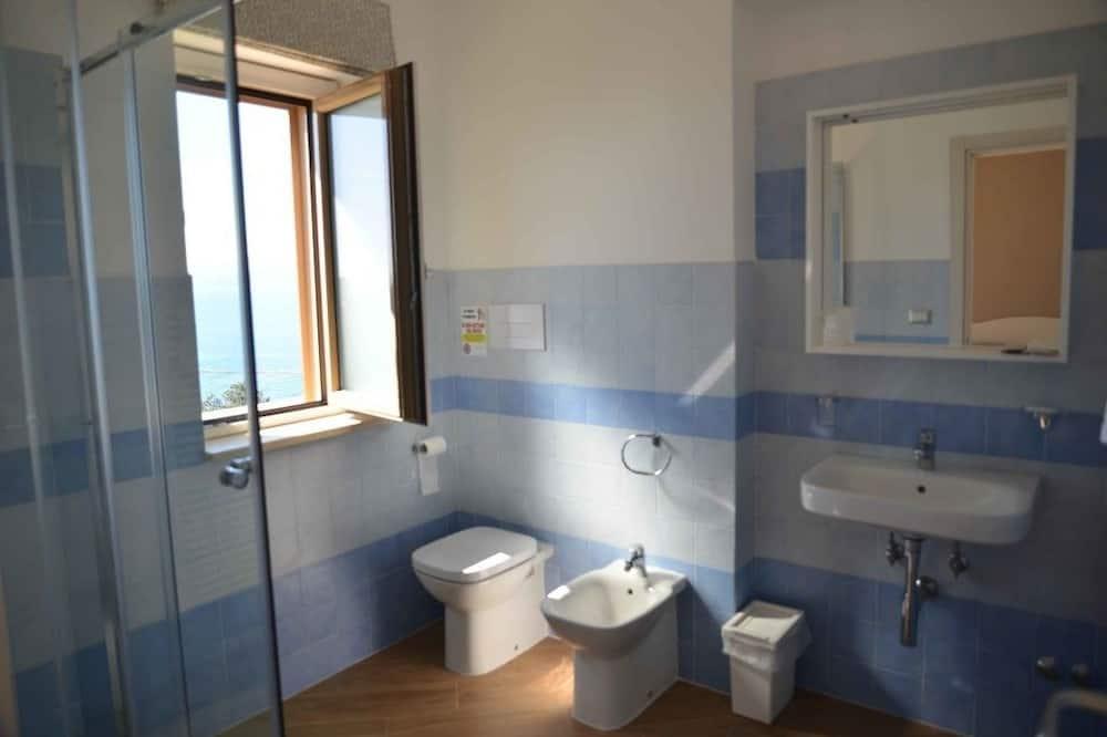 Dvojlôžková izba typu Deluxe, výhľad na more - Kúpeľňa