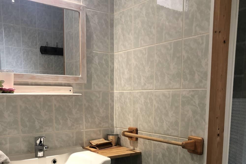 Habitación triple (La Vendéenne) - Baño
