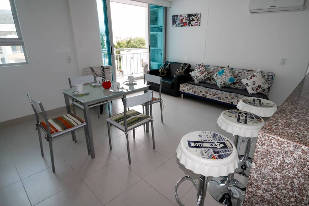 Standard Apartment, 3 Bedrooms - In-Room Dining