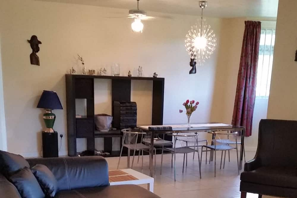 Signature Villa, 3 Bedrooms, Mountain View - Living Area