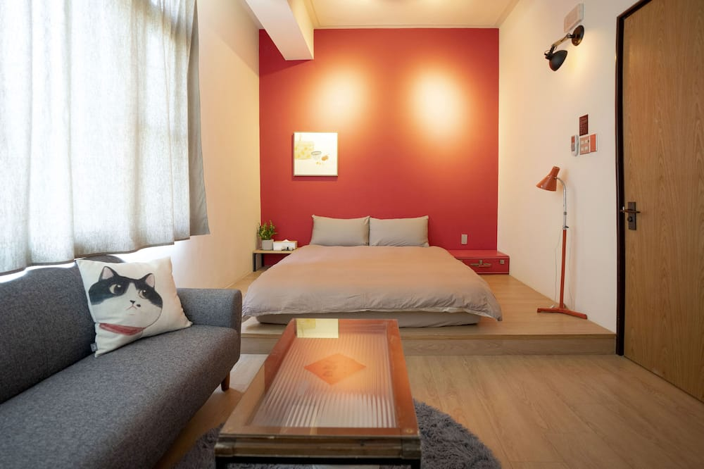 Standard Double Room, Shared Bathroom (Red) - Guest Room