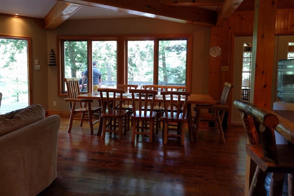 Cottage dành cho gia đình, 5 phòng ngủ, Quang cảnh hồ, Cạnh hồ - Ăn uống tại phòng