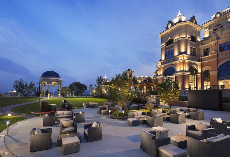 Hilton Dalian Golden Pebble Beach Resort, Dalian, Terasa restaurace