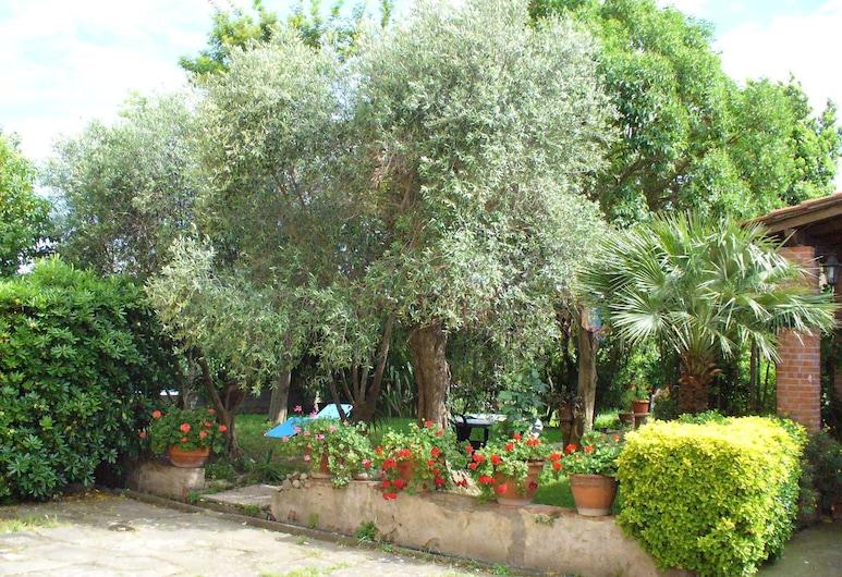 La convenienza, Cascina, Jardim