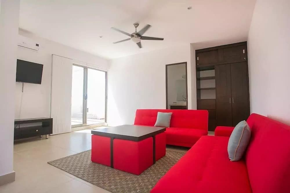 Family Condo, 3 Bedrooms - Living Room