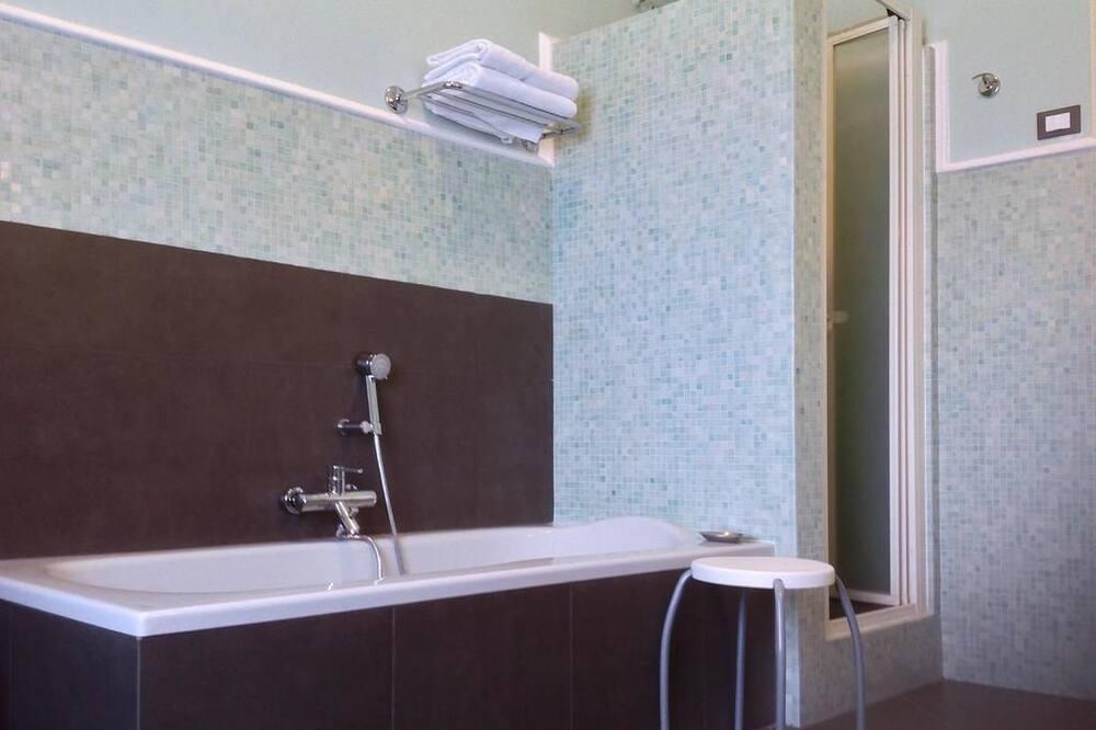 Quarto Duplo ou Twin, Casa de Banho Partilhada - Polibã na Casa de Banho