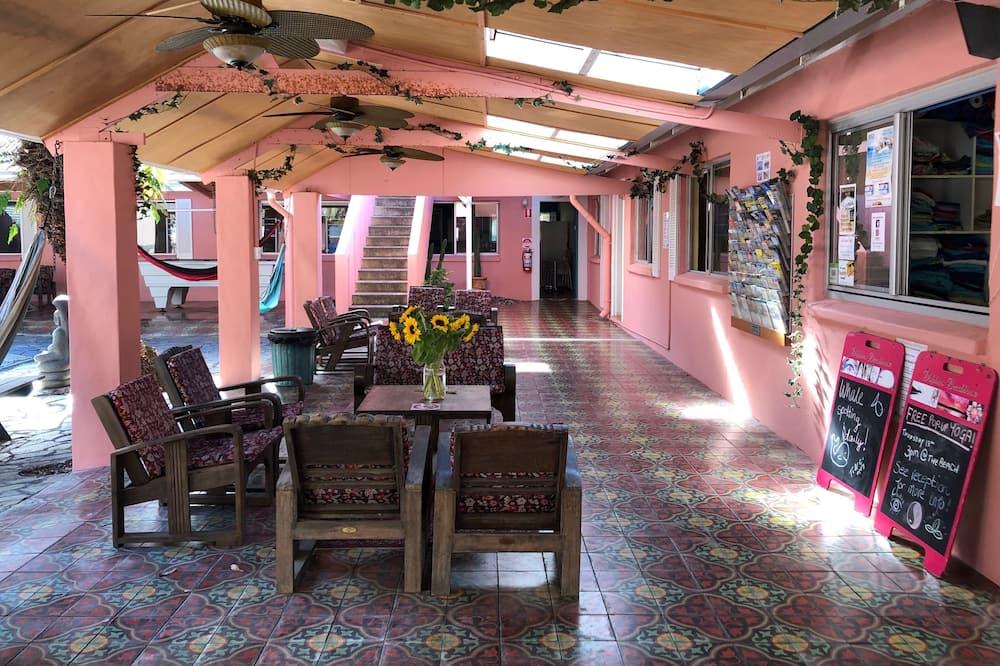 Gemeinsamer Basic-Schlafsaal, Gemischter Schlafsaal, Gemeinschaftsbad - Blick auf den Innenhof