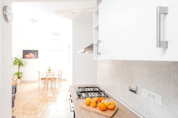 Image de House With 2 Bedrooms in Roma, With Balcony and Wifi à Rome