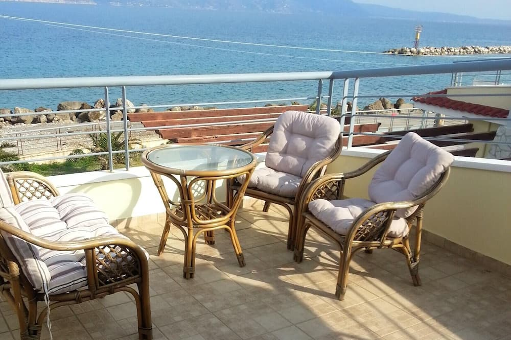 House With 3 Bedrooms in Kiato, With Wonderful sea View and Furnished Balcony - 100 m From the Beach