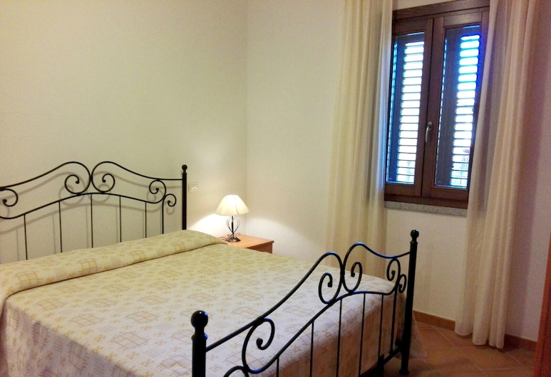 Apartment With 2 Bedrooms in Lu Bagnu, With Furnished Terrace - 300 m From the Beach, Castelsardo, Apartamento, Habitación