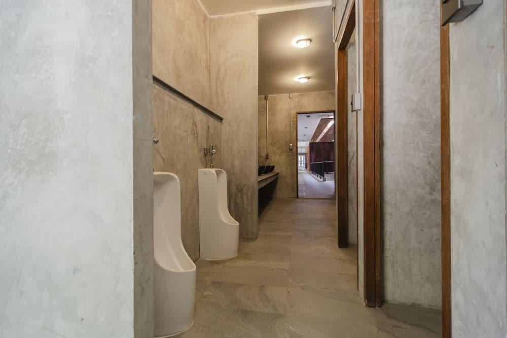 Standard 12 Bed  Mixed Dorm  - Casa de banho