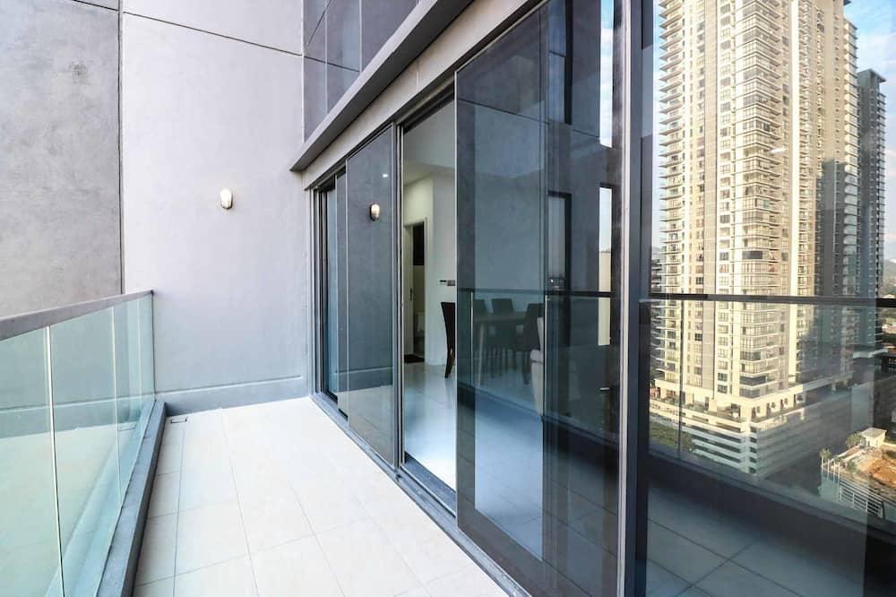 Korter läbi kahe korruse, 3 magamistoaga - Rõdu