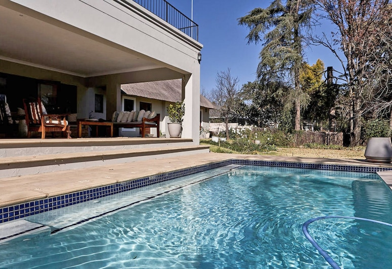 Magnificent luxury home, ideal for work or leisure. ALL Amenities Included, Sandton