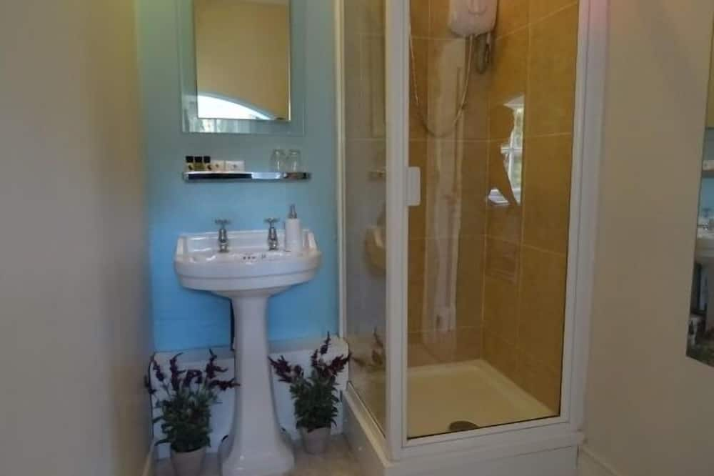 Classic Double or Twin Room, Ensuite (Farm View) - Bathroom