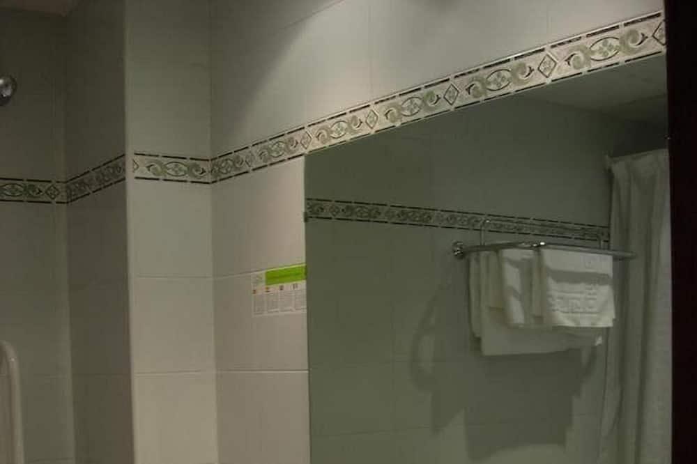 Doppelzimmer zur Einzelnutzung, Bergblick - Waschbecken im Bad