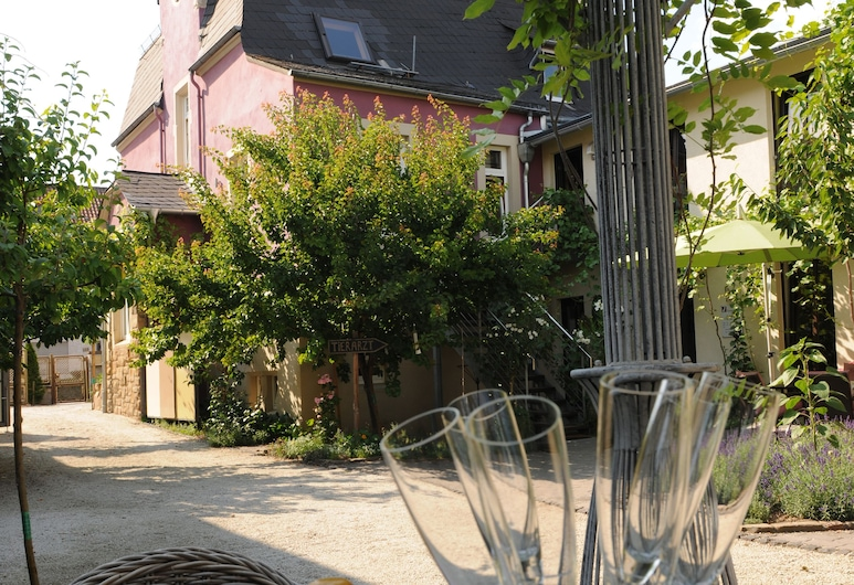 JUGENDSTIL-HOF, Langenlonsheim, Courtyard