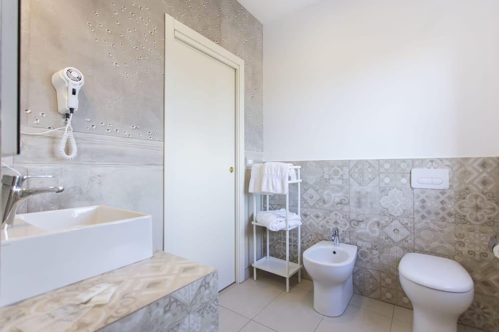 Pokoj Superior s dvojlůžkem nebo dvěma jednolůžky - Koupelna