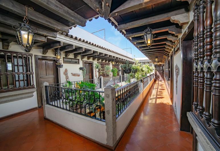 聖露西亞昆塔飯店, 安地瓜古城