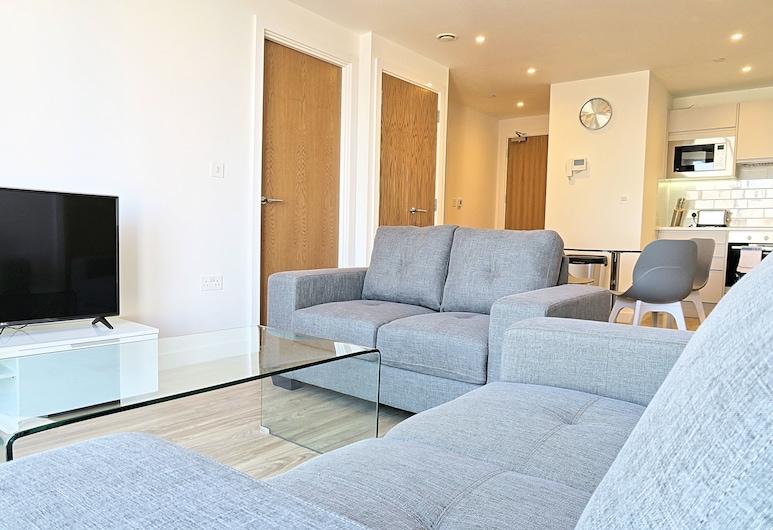 Quay Apartments Manchester, Manchester, Executive Studio, 1 Double Bed, Kitchenette, City View, Living Area