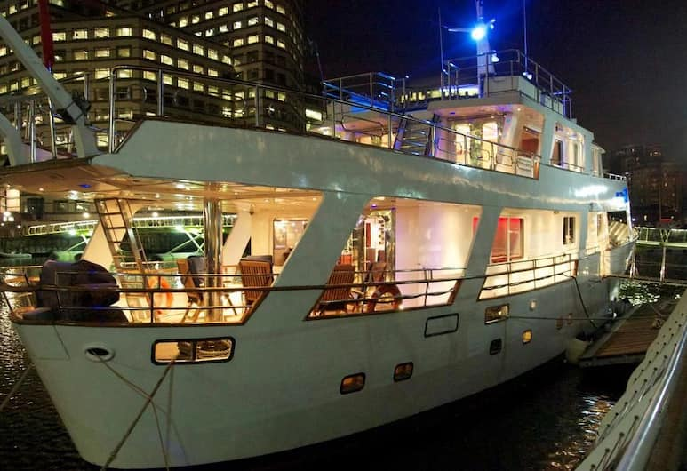 Absolute Pleasure Yacht, London, Front of property - evening