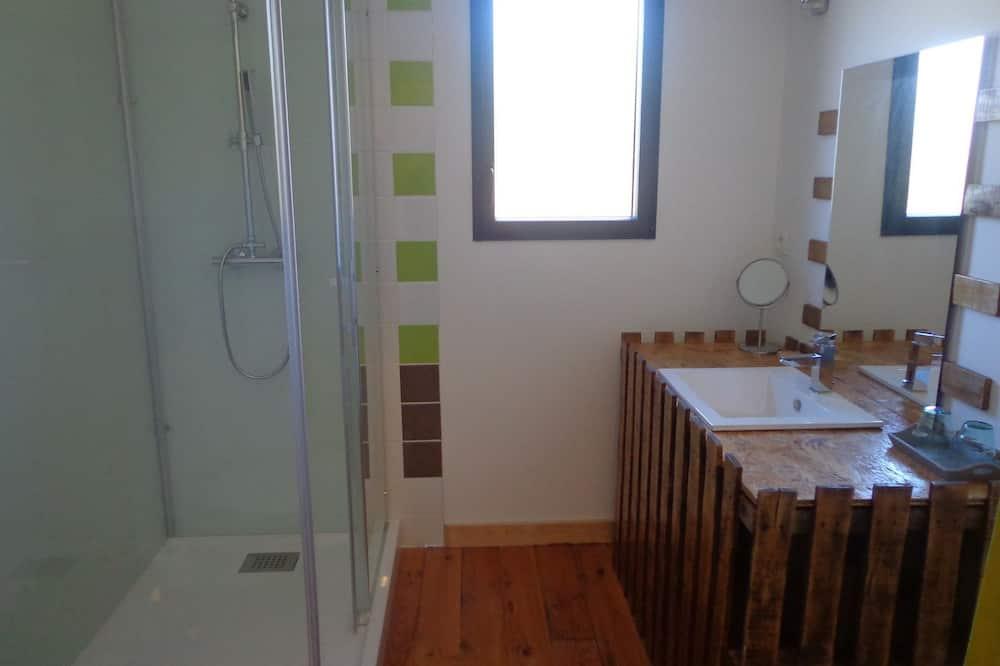 Double or Twin Room (La Forêt) - Bathroom